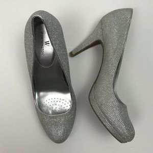 Worthington Hula metallic / silver pump / heel 390